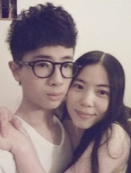 Lovers Or Mom Son Ageless Mother Hot On Internet In China Peoples Daily Online