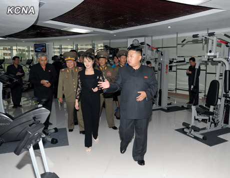 Link to North Korea's top leader, wife inspect Physical Exercise Center in Thongil Street