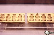 Collection of China's mooncake molds