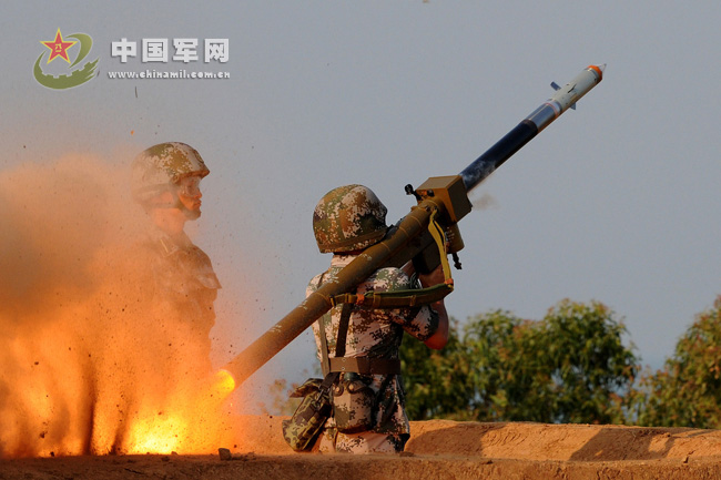 The photo shows the launching moment of an individual air-defense missile. (China Military Online/Wu Sulin)