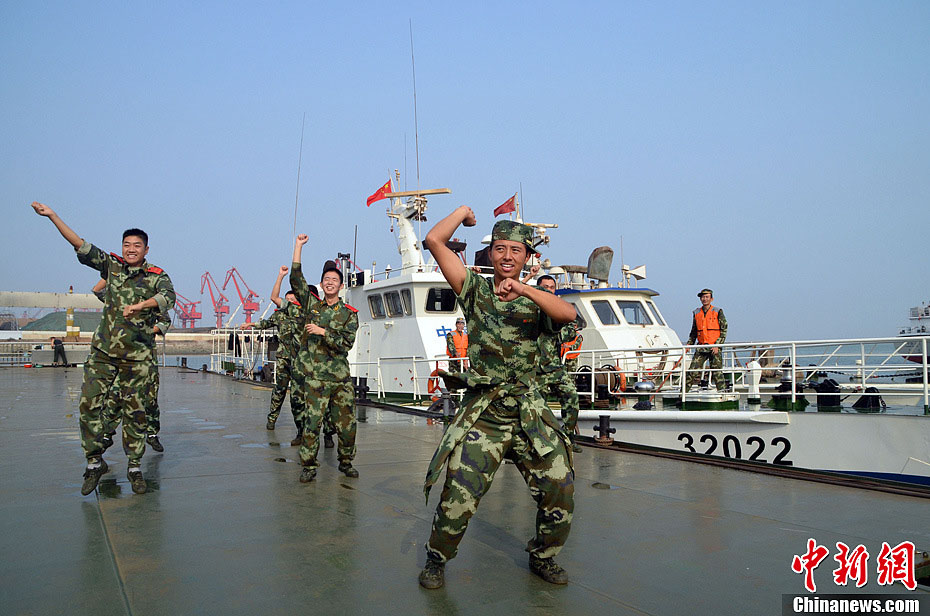 "The coast guards in Jiangsu province dance to the song ""Gangnam Style"" during the break to relieve stress. The song, by South Korean rapper Psy, is very popular online recently. (Chinanews.com/Xu Ning)"