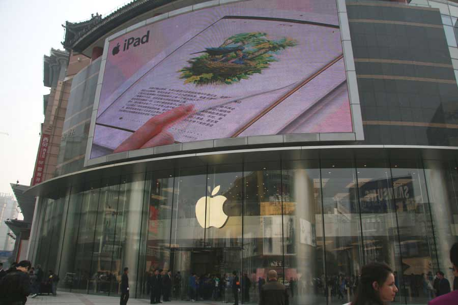 The new store, which reportedly is the largest Apple store in Asia, opens on Oct. 20 on Wangfujing Street, a bustling commercial area. (People's Daily Online/Liang Jun)