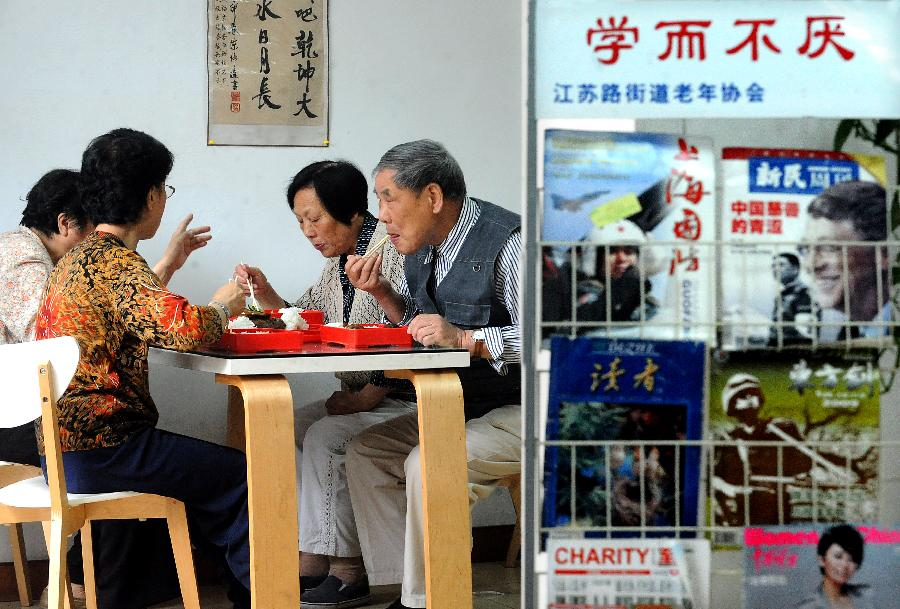 File photo taken on June 13, 2012 shows elderly people have free lunch at a welfare center for senior citizens in east China's Shanghai Municipality. China had 190 million people at or above the age of 60 at the end of last year, according to the China National Committee on Ageing (CNCA). It is estimated that the figure will top 200 million next year and by 2050, one third of the Chinese population will be aged over 60. China is the only country in the world which has more than 100 million people aged 60 or above. (Xinhua/Wang Song)