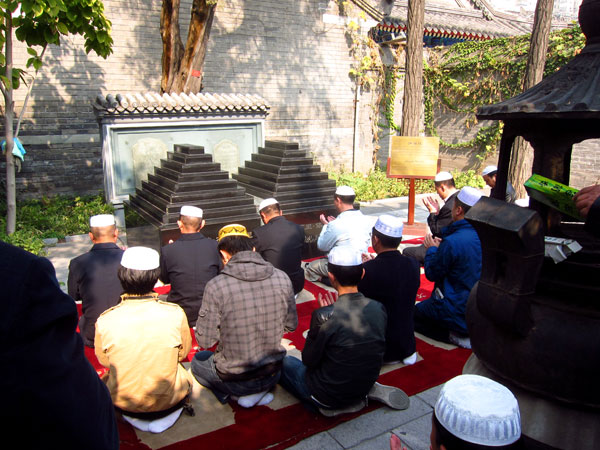 Muslims pray at Niujie Mosque's Shaykh Tombs. (CRIENGLISH.com/William Wang)