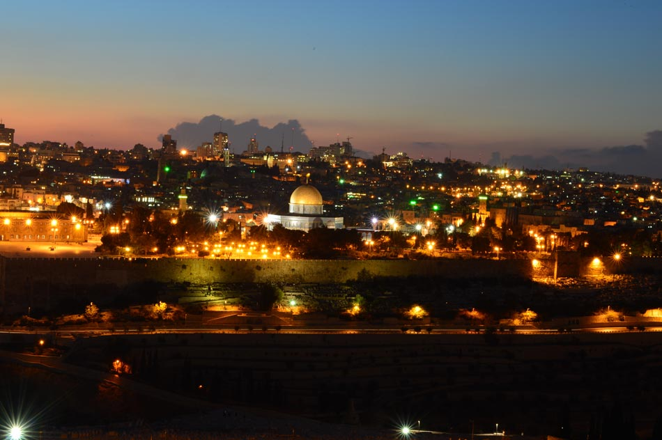 Photo taken on Oct. 25, 2012 shows the Old City of Jerusalem after sunset, ahead of the Eid al-Adha festival. (Xinhua/Yin Dongxun)