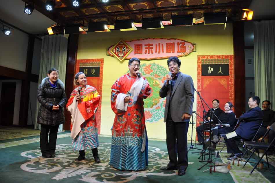 On November 4, journalists visit the Li Shaochun Grand Theatr in the center of Bazhou city, Hebei province. It's the second tour organized for journalists by the Press Center of the 18th National Congress of the Communist Party of China (CPC). (People's Daily Online/Yan Meng)