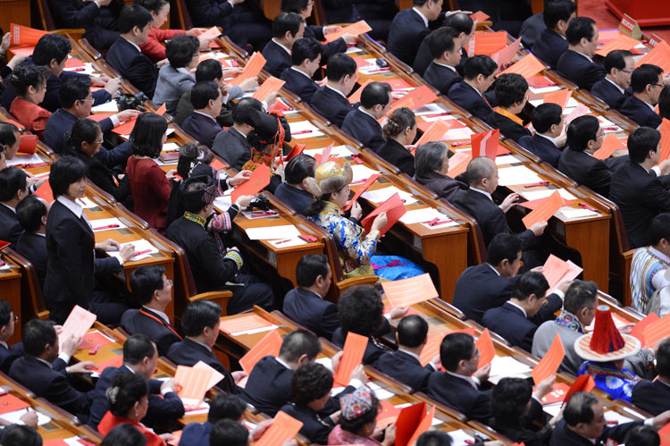 Delegates watch their ballots during the closing session of the 18th National Congress of the Communist Party of China (CPC) at the Great Hall of the People in Beijing, capital of China, Nov. 14, 2012. (Xinhua/Liu Jiansheng)