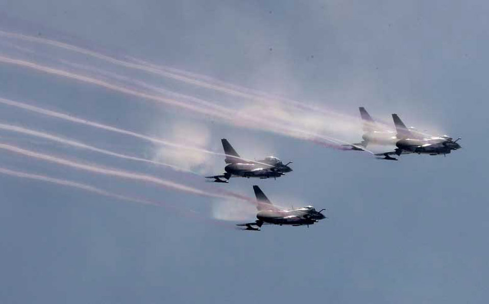 PLA Aerobatic Team gives warm-up performance (II)