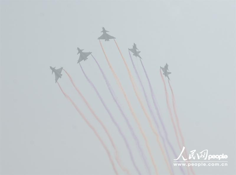 Several J-10 fighters from PLA Air Force perform at the opening ceremony of Airshow China 2012 on November 13 in Zhuhai in south China's Guangdong province. Visitors highly praised the excellent piloting skill as well as the exceptional function of the jet fighters. (People's Daily Online/ Yan Jiaqi)