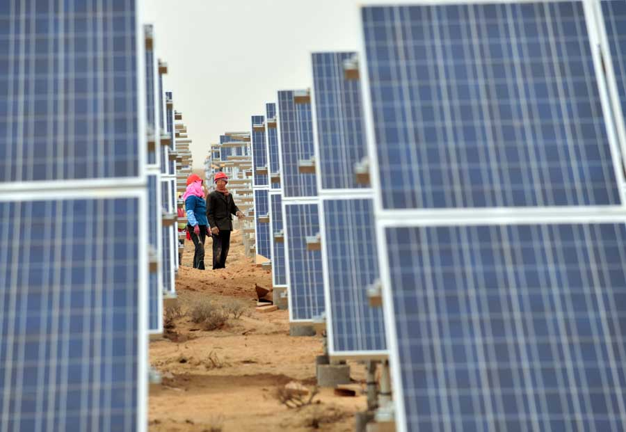 Workers install solar photovoltaic components in Minqin county, northwestern China's Gansu province on Nov. 19. (Xinhua/Liang Qiang)