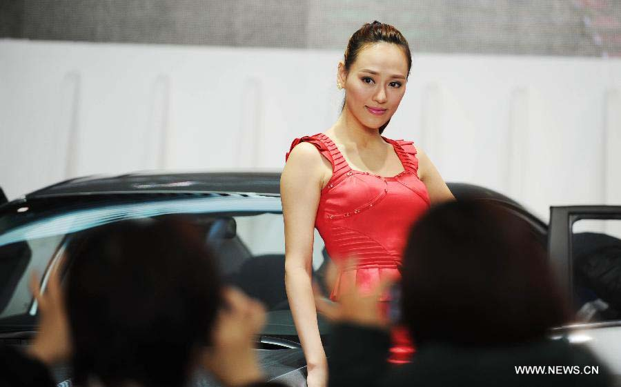 Models present cars during the 3rd Harbin Autumn Automobile Exhibition in Harbin, capital of northeast China's Heilongjiang Province, Nov. 20, 2012. The week-long exhibition, as well as the 10th Harbin automobile purchasing week, kicked off on Tuesday.(Xinhua/Wang Jianwei)