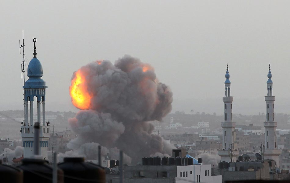 Attack: Gaza suffers air attack from Israel on Nov. 17, 2012. (Xinhua/Reuter)