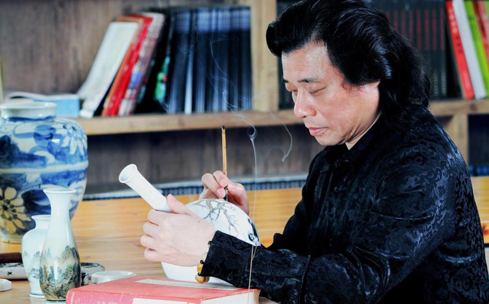 Master of miniature calligraphy Wang Zhiwen