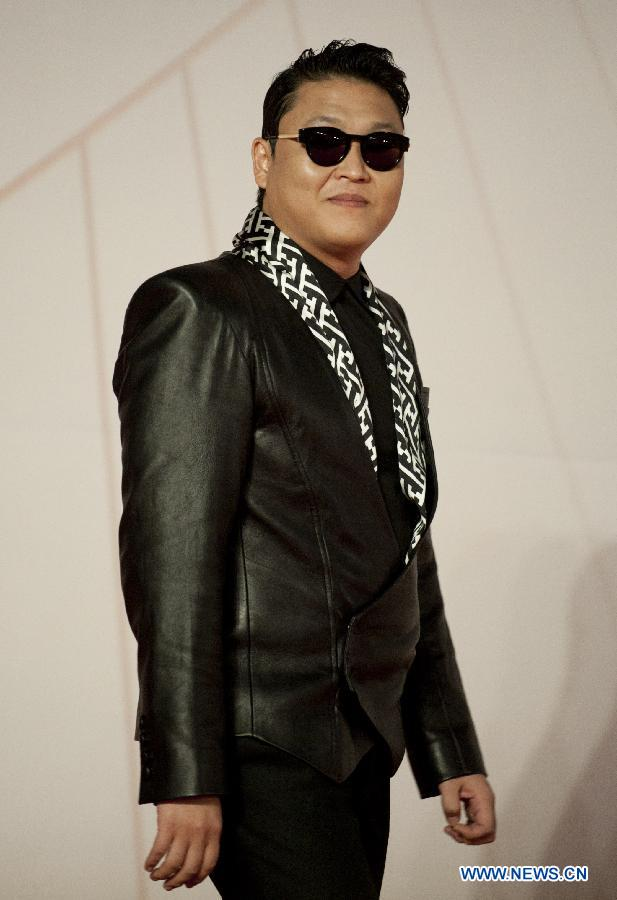 "South Korean pop singer Psy walks on the red carpet at 2012 Mnet Asian Music Awards (MAMA) in south China's Hong Kong, Nov. 30, 2012. MAMA is one of the most famous music gala in Asia. Psy's song ""Gangnam Style"" has swept the world this year. (Xinhua/Lui Sui Wai)"