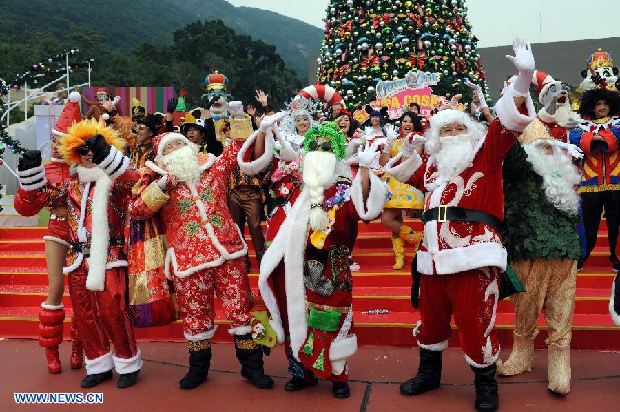 Actors dressed as Santa Claus and cartoon characters perform during Christmas party at the Ocean Park in Hong Kong, south China, Dec. 11, 2012. (Xinhua/Zhao Yusi)