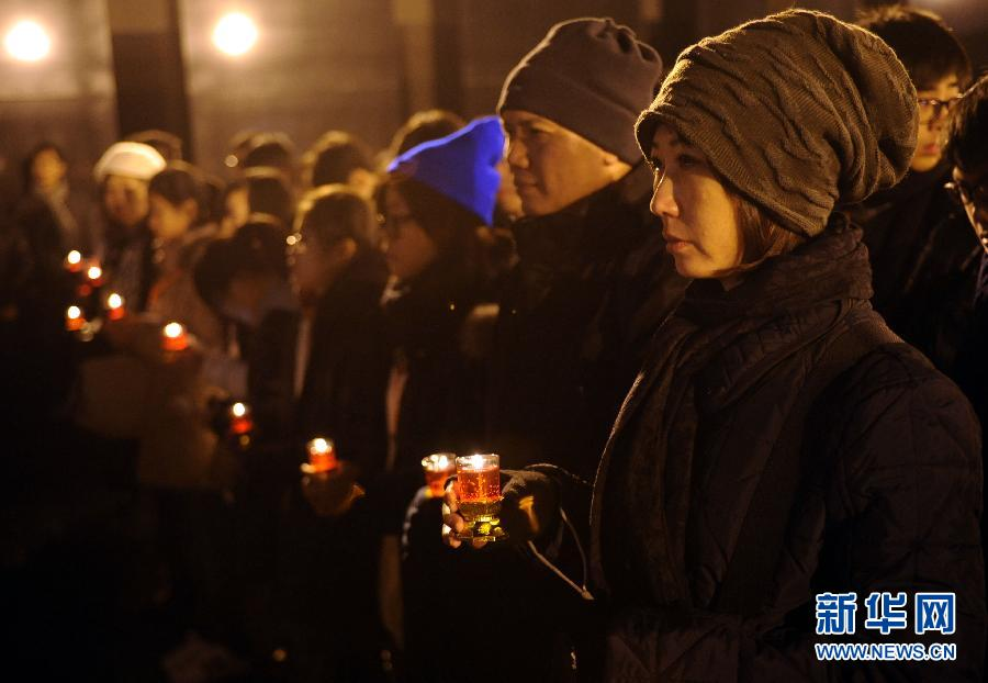 Local citizens in Nanjing, capital of east China's Jiangsu Province, and representatives from other countries and regions attended the activity on the eve of the 75th anniversary of the Nanjing Massacre, Dec. 12, 2012. (Photo/Xinhua)