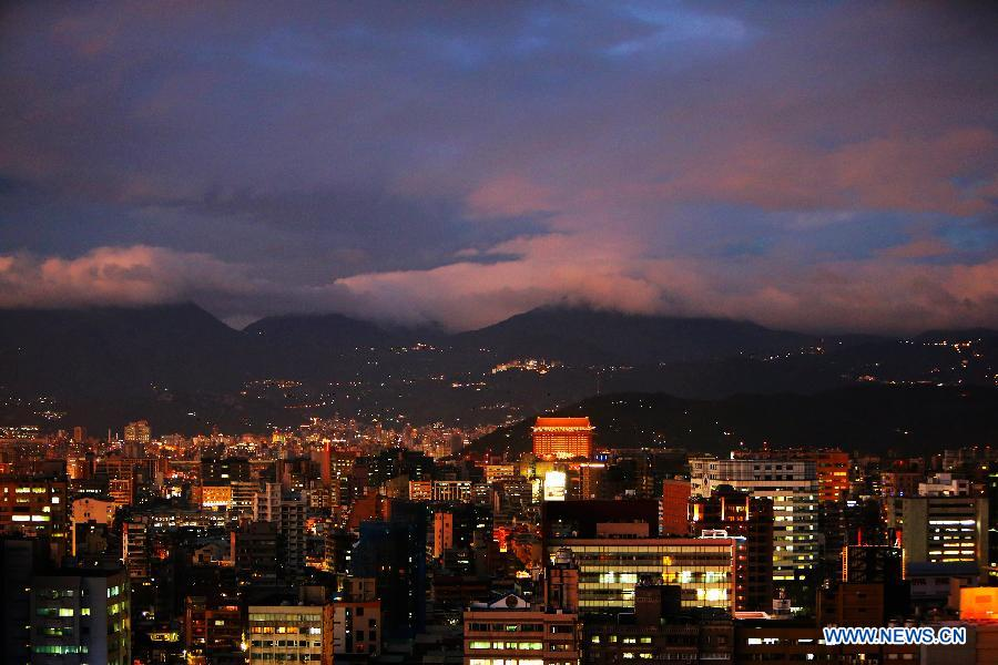 Photo taken on Dec. 13, 2012 shows the night scenery of Taipei, southeast China's Taiwan, Dec. 13, 2012. (Xinhua/Xing Guangli)