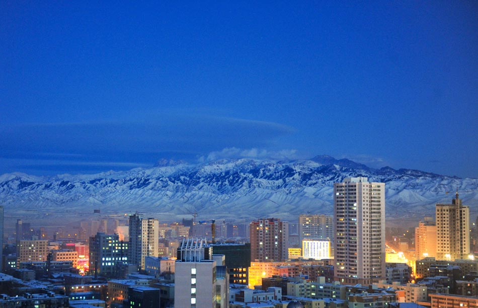 The photo taken on Dec. 5, 2012 shows the night scene of Urumqi, capital of northwest China's Xinjiang Uygur Autonomous Region. According to the local environmental protection agency, up to Dec. 10, Urumqi had 279 days of fairly good air quality in 2012, three days more than that in 2011. (Xinhua/Wang Fei)
