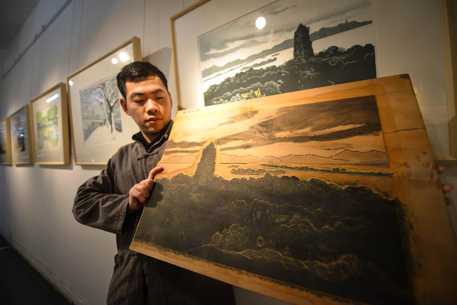 Woodblock paintings depicting West Lake exhibited in Hangzhou ...
