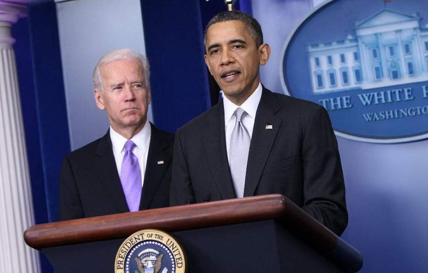 U.S. President Barack Obama (R), with Vice President Joe Biden at his side, speaks to the media at the White House briefing room in Washington D.C. on Dec. 19, 2012.(Xinhua/Fang Zhe)