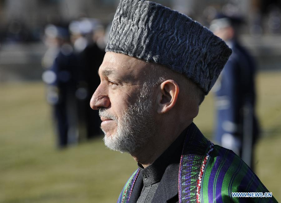 Visiting Afghan President Hamid Karzai inspects the honor guards during a welcome ceremony before meeting U.S. Defense Secretary Leon Panetta at the Pentagon outside Washington D.C., the United States, Jan. 10, 2013. (Xinhua/Zhang Jun)