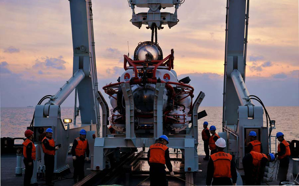 North Sea Fleet completes submarine rescue and lifesaving drill
