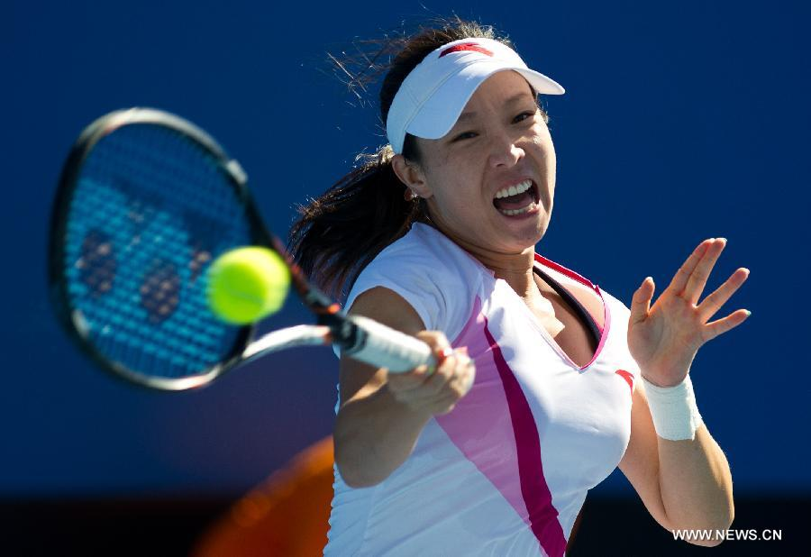 Zheng Jie of China hits a return during her first round women's singles match against Zhang Yuxuan of China on the first day of 2013 Australian Open tennis tournament in Melbourne, Australia, Jan. 14, 2013. Zheng Jie won 2-1. (Xinhua/Bai Xue)