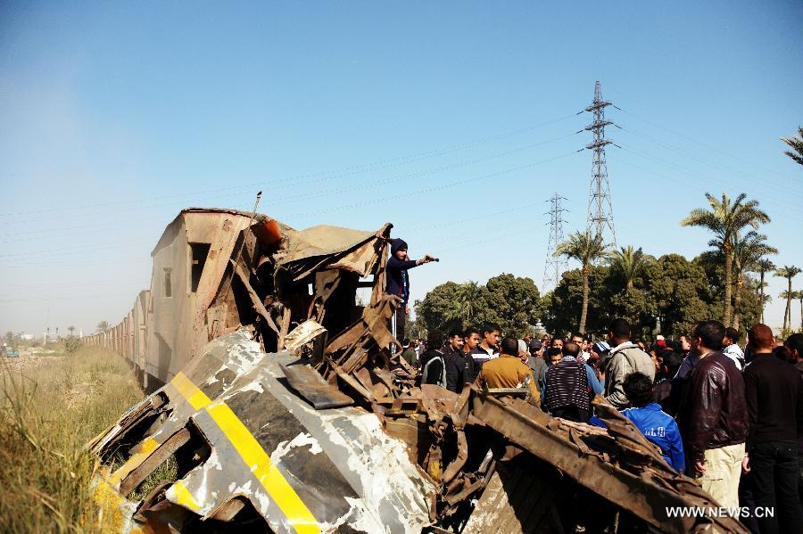 Photo taken on Jan. 15, 2013 shows the train derail accident site at the Giza neighborhoods of Badrashin, Egypt. A military train derailed in Egypt early Tuesday, killing at least 19 conscripts and injuring 107 others, a spokesman from the Health Ministry said in a statement to official MENA news agency. (Xinhua/Li Muzi)