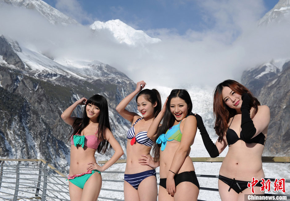 Models display their figures on the ice and snow capped mountain at an elevation of 3,600 meters in southwest China's Sichuan province. (CNSPHOTO/Liu Zhongjun)