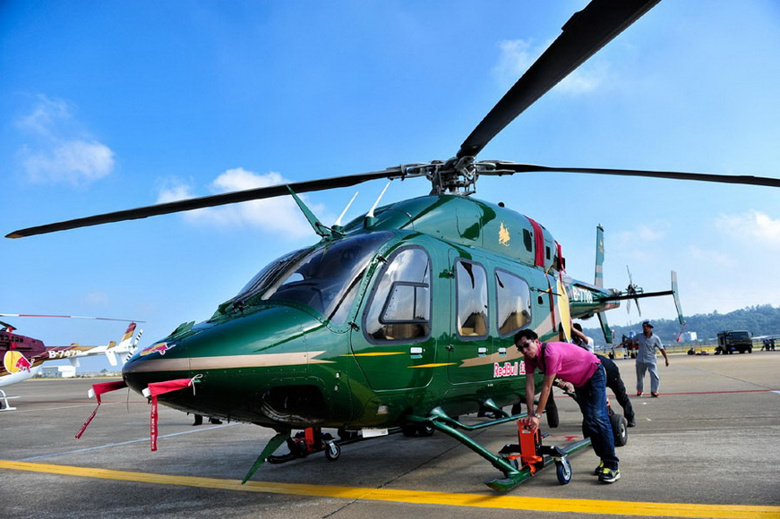 An American Bell helicopter imported by a Chinese company for civilian use is on display at the Zhuhai Airshow in Zhuhai, South China's Guangdong province on Nov 11, 2012. (Photo/Xinhua)