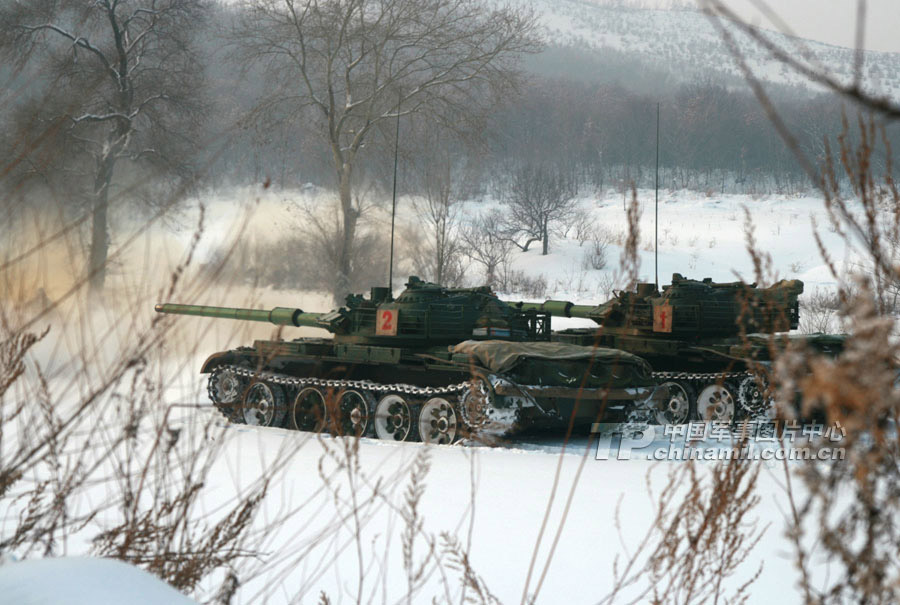 An armored regiment under the Shenyang Military Area Command (MAC) of the Chinese People's Liberation Army (PLA) organized its armored vehicles to conduct actual-troop and live-ammunition drill on January 14, 2013, in a bid to temper troops' combat capability under extreme cold conditions.(China Military Online/Xu Zhilin)