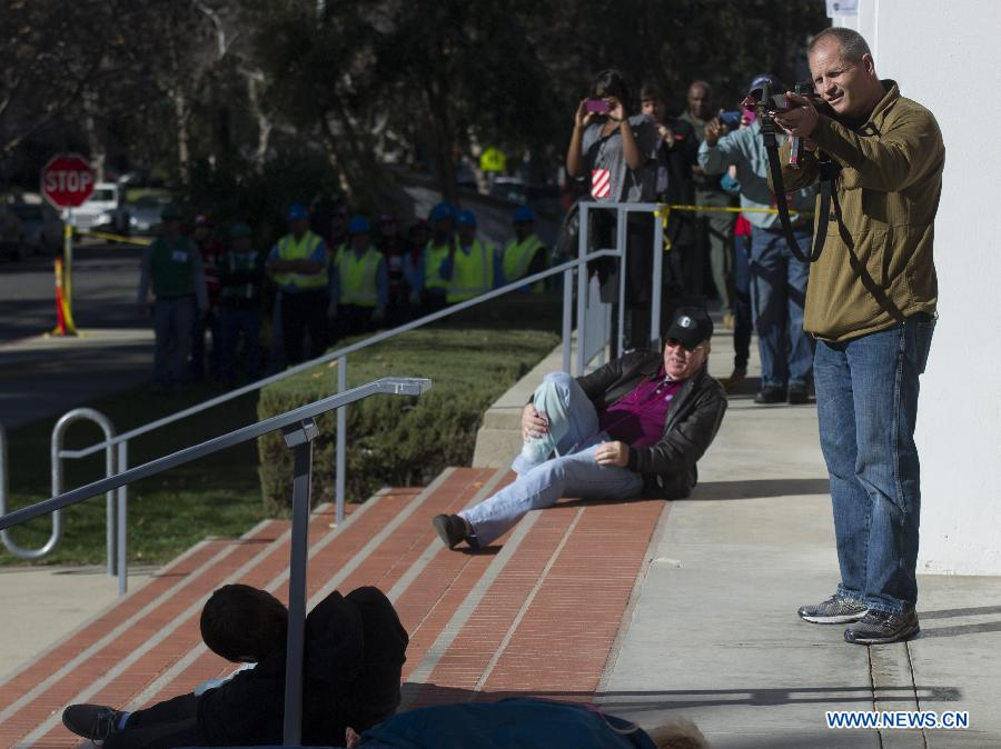 A mock attacker pretends to shoot during an anti-terrorist drill at Claremont Colleges in Los Angeles County, Jan. 17, 2013. The three-day drill will last until Friday. (Xinhua/Yang Lei)
