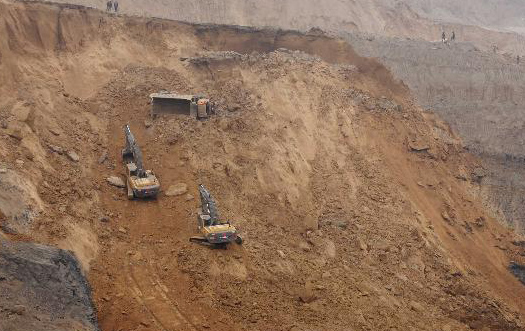 Landslide hits N China coal mine