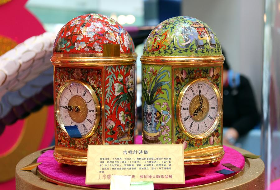 Photo taken on Jan. 22, 2013 shows the cloisonne clocks made by artist Zhang Tonglu during an exhibition in south China's Hong Kong. An exhibition of Zhang Tonglu's cloisonne art works was held here on Tuesday, showing 22 pieces of cloisonne works. (Xinhua/Li Peng)