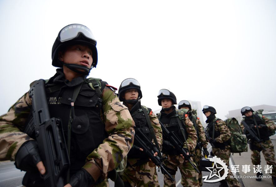 Special operation members are in comprehensive military training. (China Military Online/Li Ke)