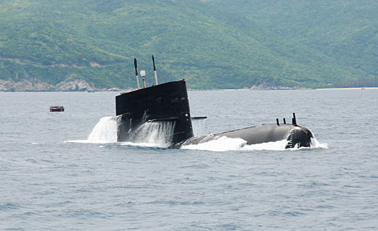 Chinese submarines cruise South China Sea