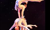 Unbelievable soft body! Chinese acrobatic charm