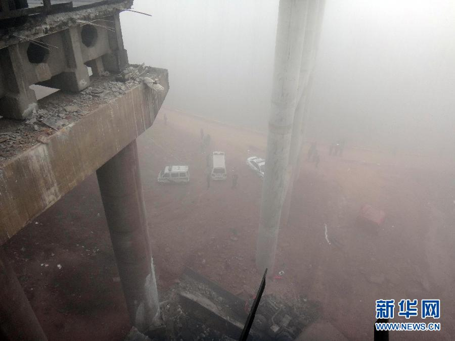 A photo taken on Feb. 1 shows the scene of the accident. At least four people died and eight others were injured after an expressway bridge partially collapsed due to a truck explosion Friday morning in Sanmenxia, central China's Henan province. (Xinhua/Xiao Meng)