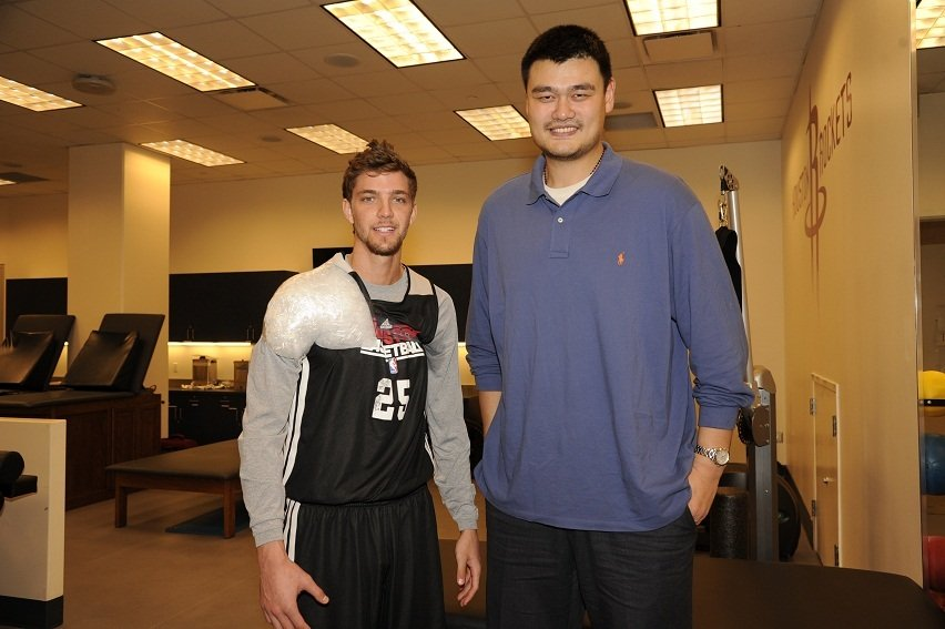 yao ming returns to rocket restroom to see jeremy lin 7