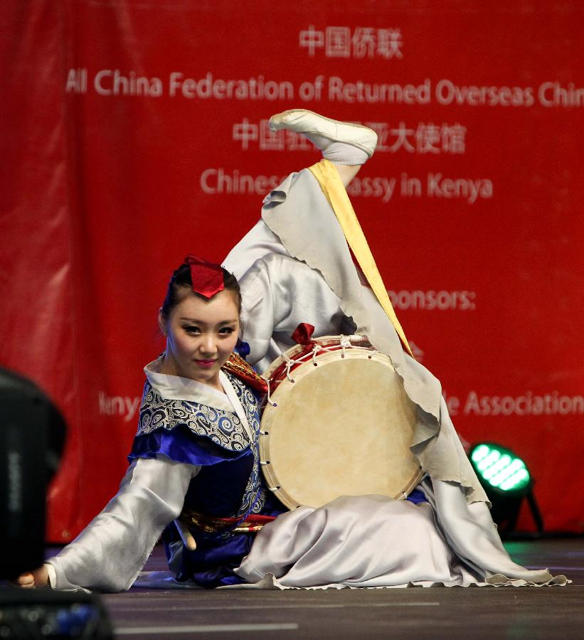 Dancer Lin Lihua performs during the performances of the Embrace China Art Group of the All-China Federation of Returned Overseas Chinese in Nairobi, Kenya, Feb. 16, 2013. (Xinhua/Meng Chenguang)