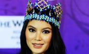 Miss World Yu of China arrives in Jakarta