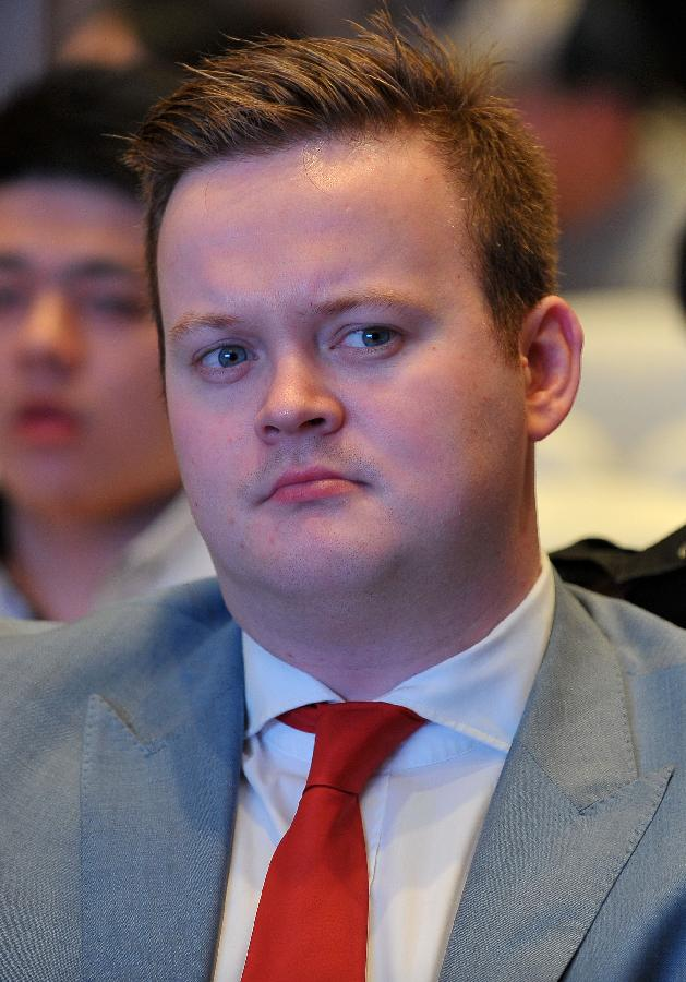 Shaun Murphy attends a news conference for the Haikou World Open snooker tournament in Haikou, south China's Hainan Province, Feb. 24, 2013. (Xinhua/Guo Cheng)