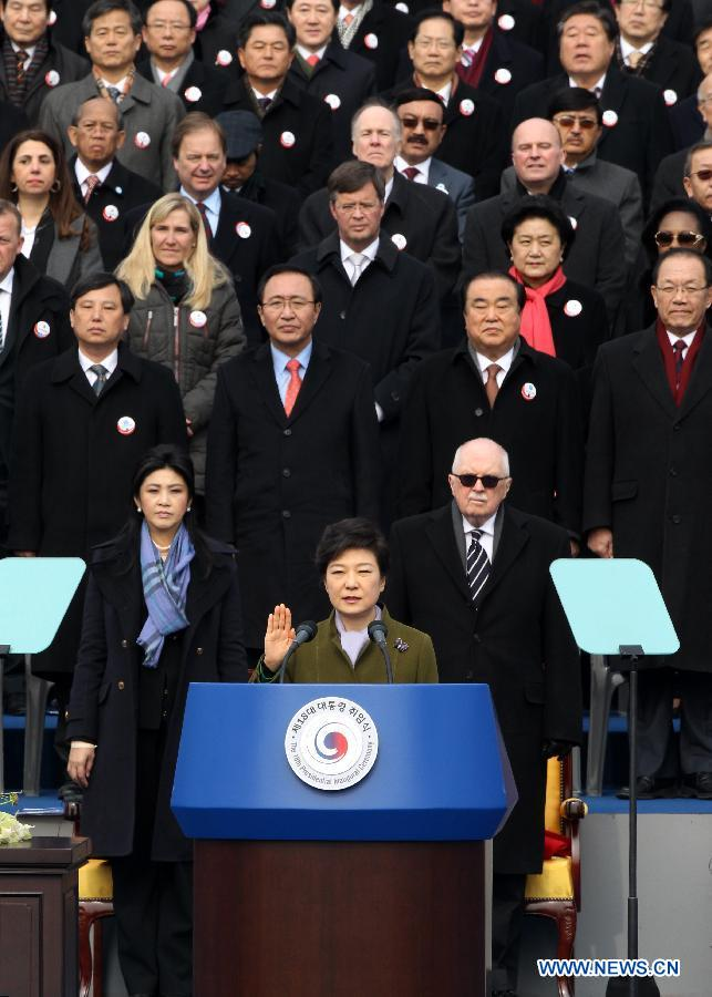 South Korean President Park Geun-Hye takes an oath during her inauguration ceremony in Seoul, South Korea, Feb. 25, 2013. Park Geun-Hye, the daughter of South Korea's late military strongman Park Chung-Hee, was sworn in as the country's first female president on Monday. (Xinhua/Park Jin Hee)