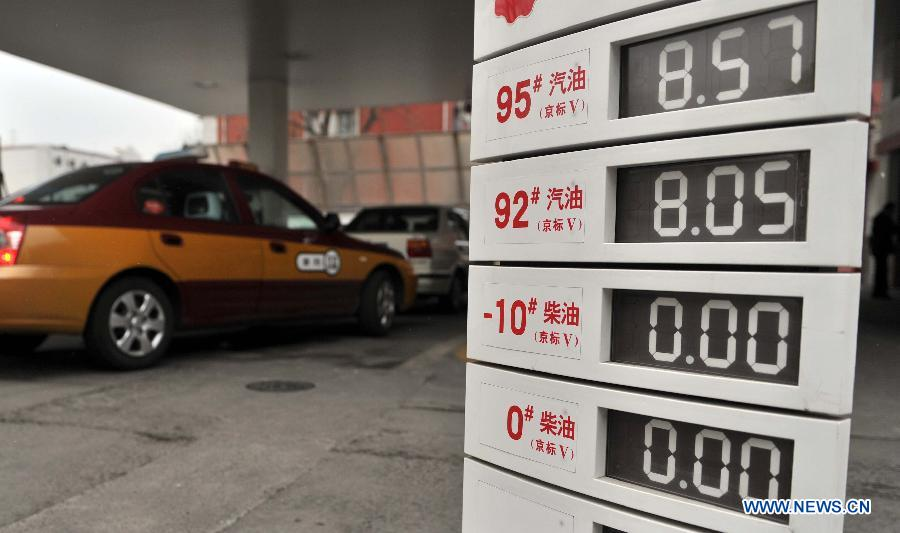 An oil price indicator is seen at a gas station in Beijing, capital of China, Feb. 25, 2013. The benchmark retail price of gasoline will be lifted by 0.22 yuan per liter and diesel by 0.25 yuan per liter, the National Development and Reform Commission (NDRC) announced on Feb. 24, making it the first oil price adjustment in 2013. (Xinhua/Li Wen)