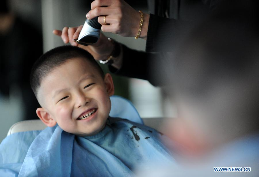 Faces Of Chinese Children Get New Year S First Haircut 12 People S Daily Online