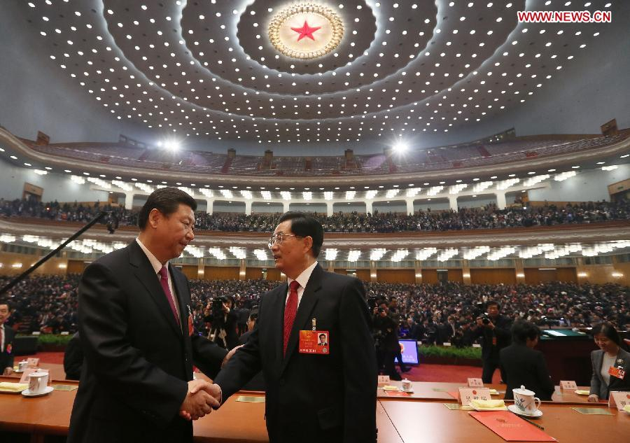 Xi Jinping (L) shakes hands with Hu Jintao at the closing meeting of the first session of the 12th National People's Congress (NPC) at the Great Hall of the People in Beijing, capital of China, March 17, 2013. (Xinhua/Lan Hongguang)