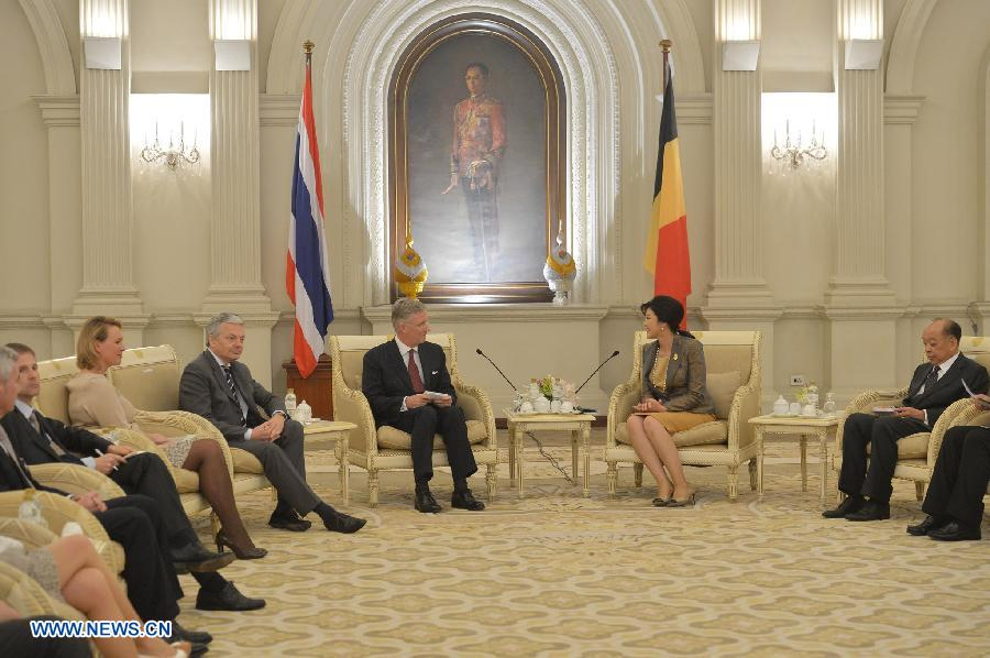 Thai Prime Minister Yingluck Shinawatra (2nd R) meets with Belgian Crown Prince Philippe (3rd R) in Bangkok March 18, 2013. (Xinhua/Pool)