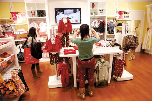 Clothing stores in malls. Clothing stores online