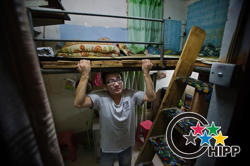 Gou Weiming of room 605 is a printing company's employee. He is 1.80 meters height. In the attic he can barely sit up straight. Standing under the attic he had to bend over.(Photo by Zhu Xiyong)