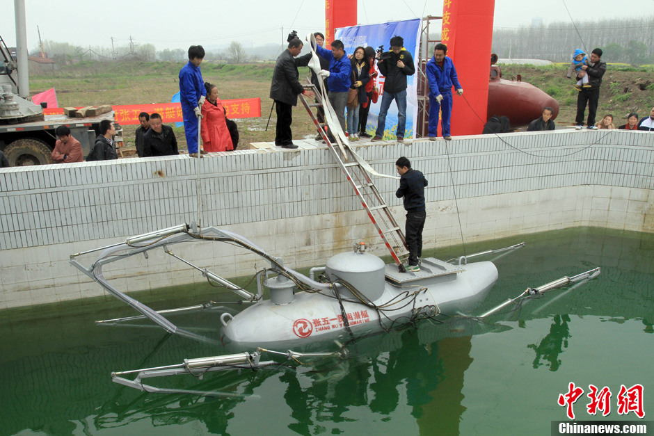 Laid off worker invents civil submarine with remote control and camera